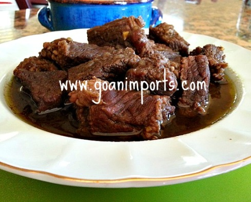 goan-beef-curry-recipe-indian-spices-green-cilantro-cafreal-masala