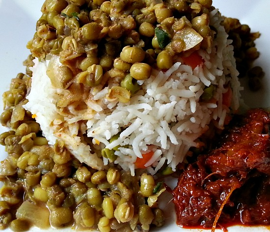 goan-pao-bhaji-recipe-moong-dal-xacuti-fish-pickle-Indian