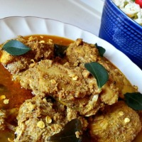 Chicken Xacuti - Chicken curry made with roasted grated coconut