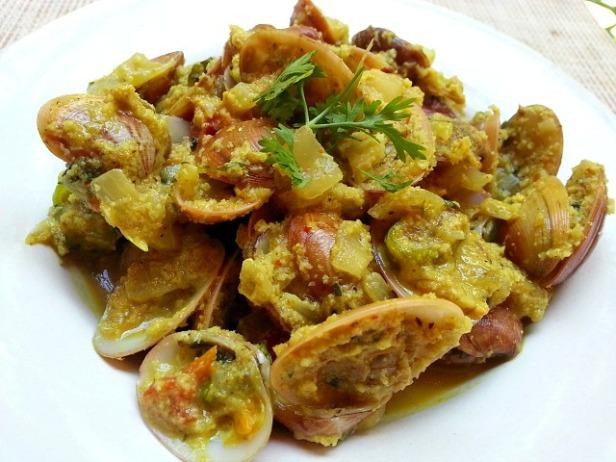 clam-xec-xec-grated-coconut-recipe-tisreo-made-with-xacuti-masala
