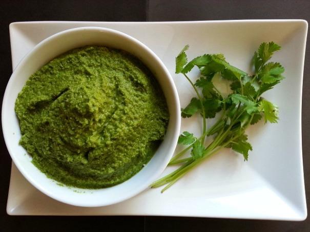 coriander-green-goan-chutney-recipe-bhel-puri-samosa-indian-cilantro