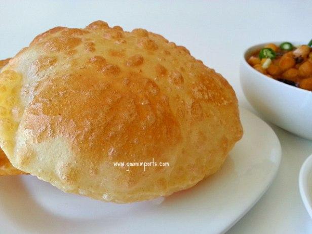 punjabi-chole-chana-bhature-bhatura-masala-deep-fried-indian-bread