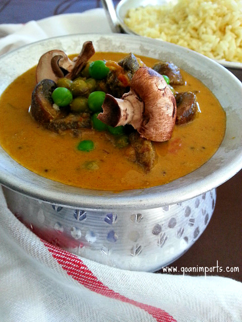 peas-and-mushrooms-creamy-curry-sauce-recipe-sauteed