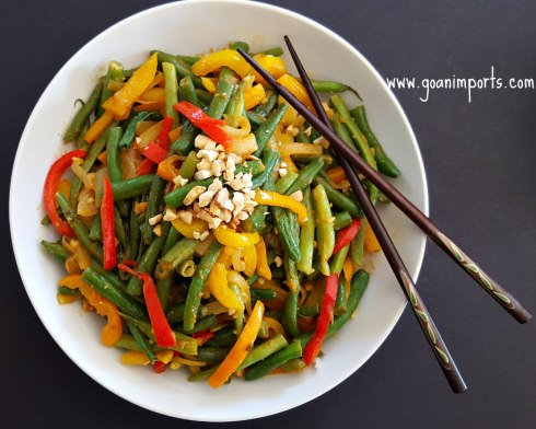 thai-curry-glazed-green-beans-peanuts-sauce-recipe-sweet-spicy